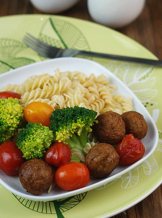 Pasta with Meatballs and Seasonal Vegetables recipe