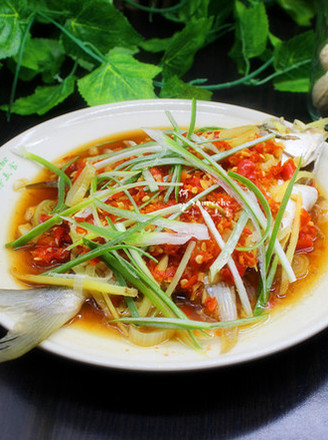 A must-have dish for New Year's Eve dinner, steamed golden pomfret with chopped pepper recipe