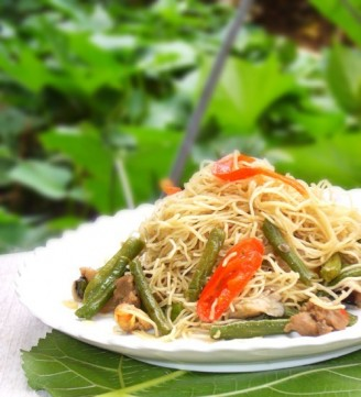 Braised Noodles with Mushrooms and Cowpeas recipe