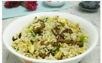 Fried rice with shredded beef and egg